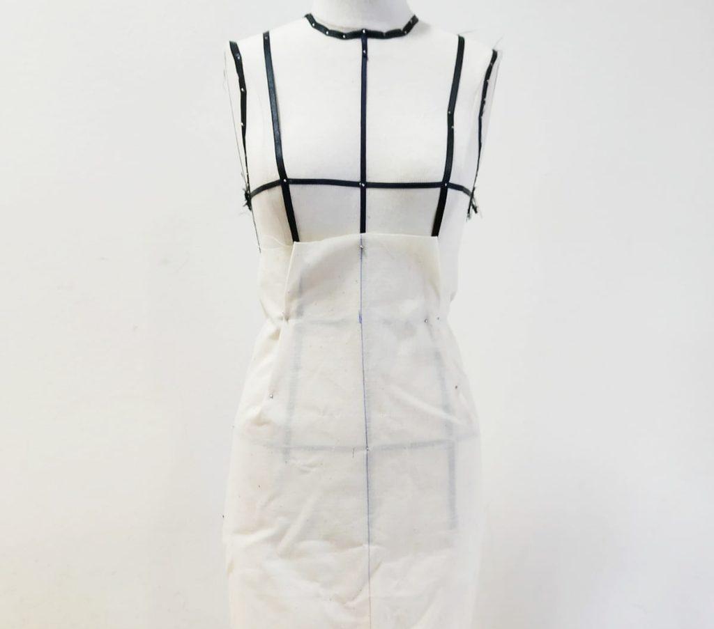 falda con drapeado cruzado